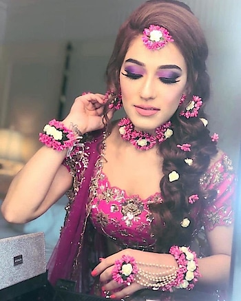 Let The Eyes Do The Talking! Colourful eye Makeup In Trend! Checkout https://www.weddingplz.com/blog/let-the-eyes-do-the-talking-colourful-eye-makeup-in-trend/  . . #weddding #indianwedings #eye-makeup #weddingmakeup #makeupartist