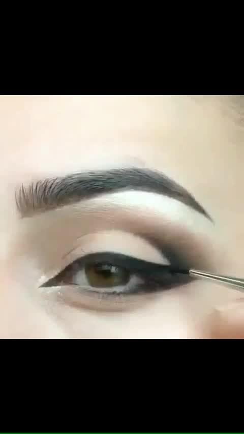 #eyemakeup #eyemakeuplook #eyesspeaks #eyeliner #eyelineronfleek #eyelinergoals #eyelineronpoint #eye-makeup