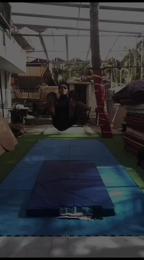 🔥⚡ #flipping #gymnasticsshoutouts #tricking #jumper #roposo-styles #upsidedown #backflip-reaction #roposoness @roposocontests @roposotalks #slowmotionchallenge #lovemyjob