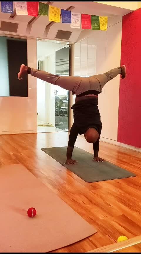 Playtime with straddle presses . . . . #yoga #yogastrong #yogalove #yogaplay #yoga4roposo #yogawithsamrat #yogadaily