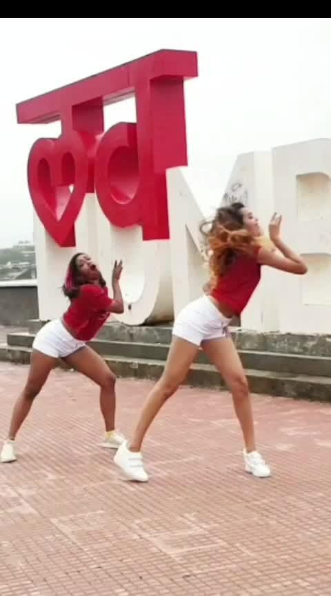 #sheherkiladki #followme on #instagram dhruvi.shah.dance #lovemumbai  #badshah #girls #duet #like #share