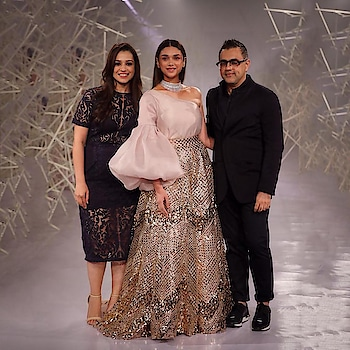 Here is a Glimpse of   @PankajandNidhi  's Fabulous Collection at #ICW2019,  @houseofaynat  for jewellery and #indiancoutureweek2019 By  @fdciofficial  . @aditiraohydari  as the Stunning Show Stopper !  . . #ICW2019 #FDCI #coutureweek  @aditiraohydari @PankajandNidhi  #couturefashion