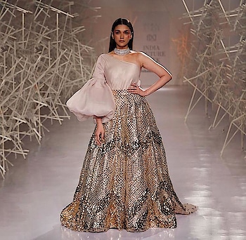Pankaj and Nidhi Launch First Ever Couture Collection 'MOSAIQ' At India Couture Week.! Checkout for more : https://www.weddingplz.com/blog/pankaj-and-nidhi-launch-first-ever-couture-collection-mosaiq-at-india-couture-week/ .      #fdci #ICW2019 #pankajandnidhi #coutureweek #aditiraohydari #indiancoutureweek #couturecollection