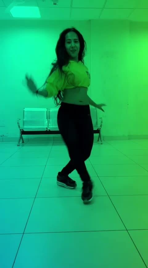 #mehbooba 💃 #roposostar #roposochannel #roposodancer #roposodance #dance #bellydance #bellydancer #jazzfunk #bellyfusion