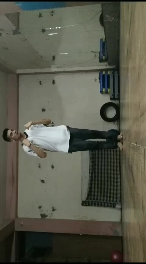 East remix choreography #risingstar #roposodance #roposo-dance #choreography #chrisbrownofficial #feeling #flow #love #roposo-style #my-art #roposo-creative #chilling #practice #danceplus #didyouknowfacts #worldstar