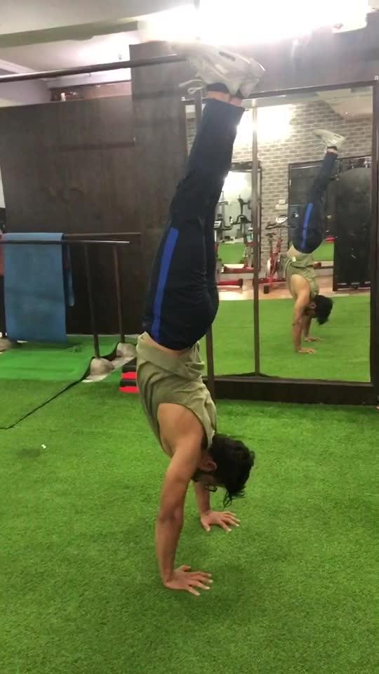 Handstand#balancegMe#followmeoninsta#taranthecalisthenicsboy !!