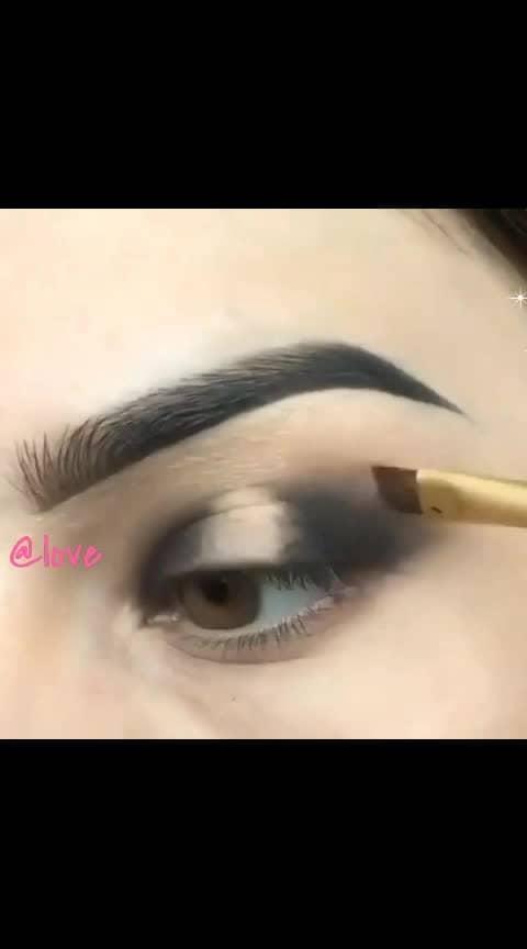 #roposo  #loveness #studio #makeupdolls #makeupstudio #girlsgang #freaking #beautyblogger #editing #roposoers #makeup