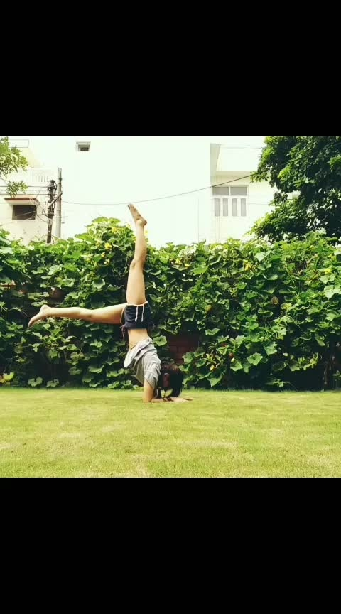 #forearmstand #handstand #inversion #yoga #acrobatics #roposo_dancer