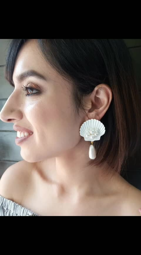 We're all set to shell it out! 🐚 https://www.theredbox.co.in/en/product/ivory-shell-pearl-earrings/   . . . . . #theredbox #crazysexycool #spiceitup #shell #shellout #beachy #fashioninfluencer #instahome #earrings #shellearrings #accessories #latestfashion #fashionupdate #anniversarysale #bogo #buyonegetonefree #trendy #celebritystyle #featured #shoppingtherapy #therapy #midweekmotivation #wednesdayvibes #vogue #stylish #ootd #dailypost #stylediary #fashionhub #fashionova
