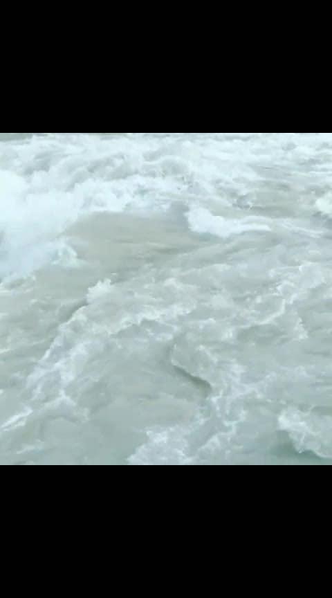 #pani #panindia #lookstylish #river #kasol