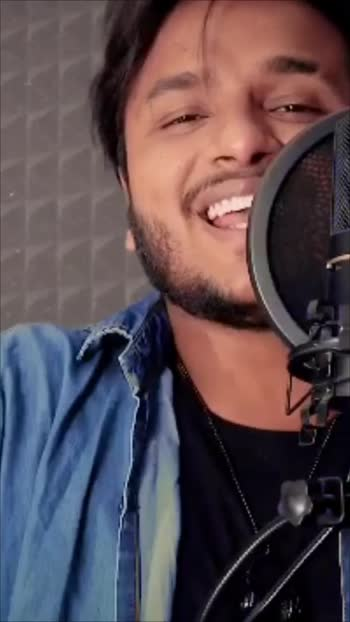 Reply To Lehanga song❤️ #singer #musician #singing #singers #roposo #roposoapp #roposotalent #guitar #video #shivankurvashisht #risingstars #songs #indiansingers #artist #talent #love #romantic #bollywood