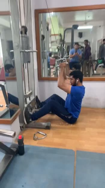 V bar lats workout #lats #latsworkout #workout #workoutmotivation #roposo