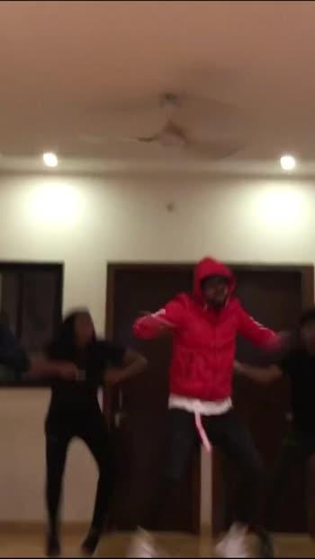 Feeling the weekend with old school hip hop🏫 🔥 . . . #staystrong . . #dance #dancer #choreographer #choreography #hiphop #oldschool #newschool #dancers #dancersofinstagram #teacher #vijayakodiya  #vijayakodiyachoreography #middleschool #oldskool #oldskooldancer . . . @g_ovi_nd 👟 @deepak_angar 👟 @nayanaaa__10 👟 @mukun.d 👟 @prriyyannkaa🎥