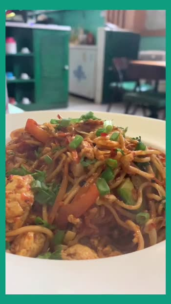 Chilli Garlic Noodles at Dhide Café Bengaluru. #foodblogger #foodie #feedfeed #foodporn #foodphotography #bangaloreblogger #bangalorefoodies #bangalorecafe
