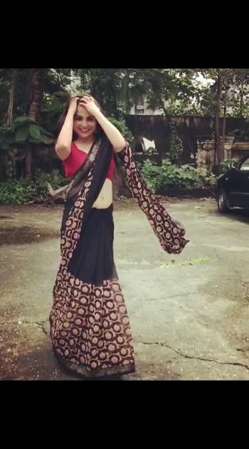 #saree #sareelove #sareefashion #sarees #sareeblouse #sareeindia #sareesofinstagram #sareedance #sareeonline