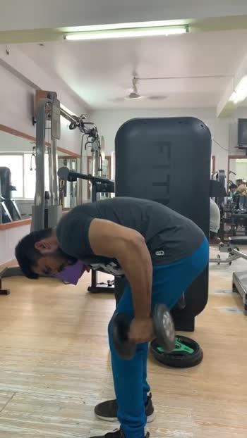 Kickback workout using dumbbells #tricepsworkout #triceps #workoutmotivation #workout #roposo