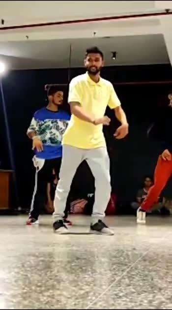 One more from shubh sir's class iso choreography hope you all like it . . . . #isolation #choreography #dance #dancer #delhi #india #delhigram