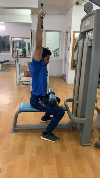 Lats workout backpull down #lats #latsworkout #workoutmotivation #roposo