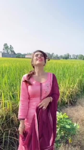 Recreated one of my most favourite movie DDLJ' song in this beautiful पिंड ....♥️♥️♥️🥰🥰 I'm seriously in love with this beauty of Punjab 🥰🥰 :  #ddlj #srkkajol #favouritemovie #beingfilmy #filmygirl #jalandhar #pind #tiktokfun #tiktokvideo #punjabidiaries #punjab #bts #behindthescenes #pollywoodsong #newmovie #pollywood #punjabi #punjabimovie #instantpollywood #pollywoodmovie #gandhiphiraagya #gandhigangster #pollywoodartist #punjabiactress #teampollywood #nehamalik #model #actor #blogger #instagram