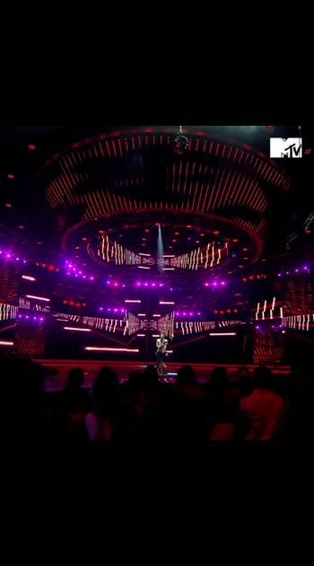 #Mohabbat only on @jblindia presents @mtvhustle, tonight at 7 PM on MTV and anytime on @voot! @breezervividshuffle @philipsindia @incinkrecords . . . . .  #MTVHustle  #DareToListen  #BreezerVivid  #IndianMusic  #DesiHipHop  #DesiSwag  #Bantai  #IndianMusicScene