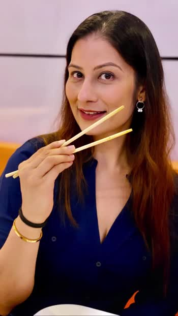 Let me know if you want me to post a video on how to use chopsticks.. most people in India I find struggle with #chopsticks .. Love dumplings anytime, super light, super healthy & super yum. Ever wondered why Chinese & Japanese are so lean? Love M #chefmeghna #gyoza #dumplings #healthy #tasty #foodblogger #foodies #food #chilledout #restaurant #cuisine #japanesefood #chinesefood #yum #foodiesofindia #whatmumbaieats #healthylifestyle #foodlovers