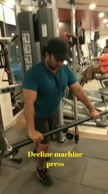 decline machine press #roposostar #personaltrainer #gymlife #motivation #risingstar #weightlifting #transformationcoach #sportstv #gabru_channel #gabru #lookgoodfeelgoodchannel #lookgoodfeelgood #befit