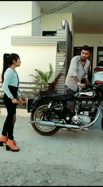 #bulletlovers #bulletclassic350 #mastitime #punjabivideos #punjabicomedy #funnyvideo #hahatv #oil #tyre #funnyvideo #newvideo #risingstaronroposo #trendingvideo