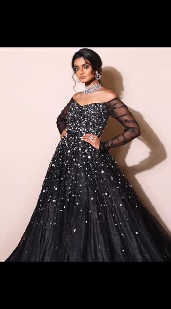 #sprinklebynityabajaj arrives with its splash of sequins, pearls and crystals, Just how we like it at #NityaBajaj  Talent @roshoflove  Photography @prashhant_awasthi  HMU @gurumakeupart  Assistance @manudheerajmakeupartist @mahimagulatiofficial  Jewelry @sunarjewels  Curated by @nehankit_sarna @gennexindia  #black #blackgown #sequin #sequinbride #bridalideas #cocktail #weddinglook #weddinggown #gown #wedmegood #india #indonesia #jakarta #dubai #uae #sequingown #eveningdresses #reception #eveningdress #bridallook #bride