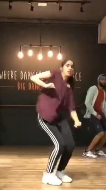 let's groove it ..  #oldsong #khoslakaghosla #movie #bollywood #song #rnb #groove #dance #dancerslife #hiphop #hiphopdance #roposo #roposostar #roposorisingstar #risingstar #roposodance