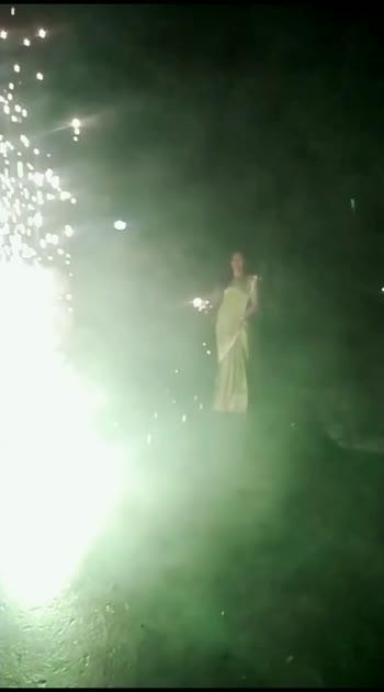 Diwali 🎇#diwalipataka #patasu #busvanam #tiktokdiwali #BackbenchersOnFlipkart #teamnatpu420 #kananakanae #tamilmuser #reversechallenge #sruthibaskar #roposobeatschannel #roposobeatssong