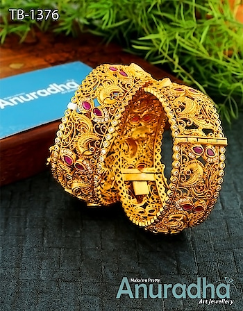 Traditional Bangles set to make your Day Special. Shop now: http://bit.ly/2B4pIwq - - - - - - - - #bangles #weddingwear #bangleset #jewellery #indian2
