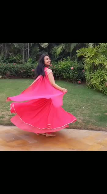 #twirling  into the #weekend  #workshops  like...🍓 . . Outfit by @rajhbybani.sheena 💗 🎥 @yoshetaa