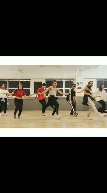 About yesterday's workshop! #SlowlySlowly by @gururandhawa . . Performers (L-R) @nidhivaravdekar @yeshakhara @vikas_paudel @eat.love.dance @akshay_manghnani @shreyajadhavv @preranaachara #teamnaachchoreography #HappyDanceDay #WorldDanceDay