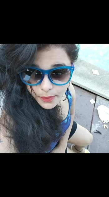 Selfie# poolside# post#