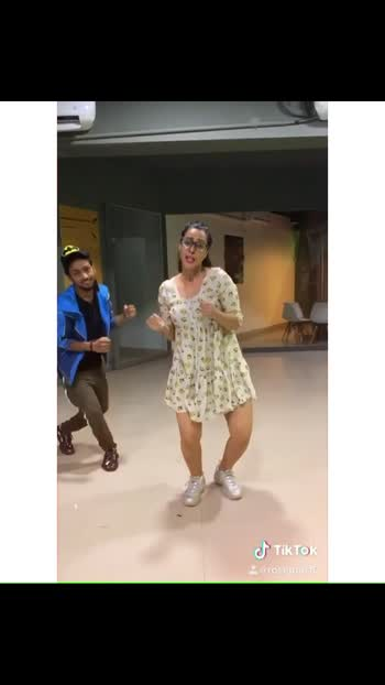 When you are Madly in love with a song #galkarke   #dancelove #rosepuri #rosepuri_styleblog #tiktok #dance #galkarke #punjabisongs