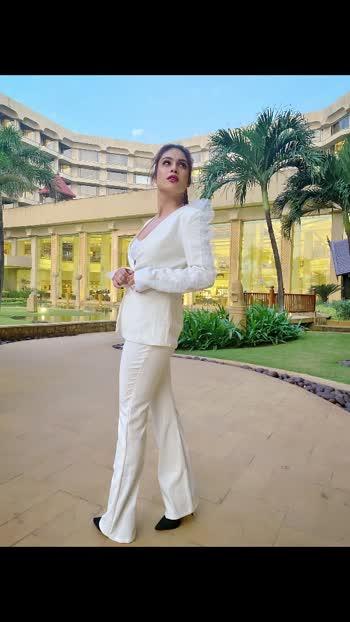 Be the kind of girl ..not every guy can let go ....!!!✌️✌️♥️♥️♥️ : White  suit @_houseofbossy_  PC 📸 @kapilcharaniyaphotography  Makeup @asmitaamit_17  Hair @makeupandhair_bypriyanka : : #newshoot #blogshoot #jwmarriott #jwmarriottjuhu  #houseofbossy #fashionblogger #bloggerstyle #photoshoot #styleinspo #suit #classysuit #white  #whiteoutfit #beauty #class #boldandthebeautiful #luxurylifestyle #fashioninspo #nehamalik #model #actor #blogger #instagood #instalike #instafashion.