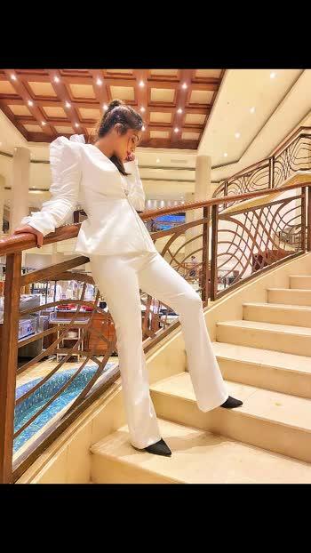 Don't  be afraid to feel Love in a world so rapidly choosing hate .....🥰🥰♥️♥️ : : White  suit @_houseofbossy_  PC 📸 @kapilcharaniyaphotography  Makeup @asmitaamit_17  Hair @makeupandhair_bypriyanka : : #newshoot #blogshoot #jwmarriott #jwmarriottjuhu  #houseofbossy #fashionblogger #bloggerstyle #photoshoot #styleinspo #suit #classysuit #white  #whiteoutfit #beauty #class #boldandthebeautiful #luxurylifestyle #fashioninspo #nehamalik #model #actor #blogger #instagood #instalike #instafashion.