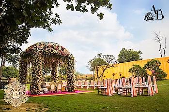Unique Mandap Designs For The Perfect Dreamy Wedding!  https://www.weddingplz.com/blog/unique-mandap-designs-for-the-perfect-dreamy-wedding/  #decor #weddingdecor #mandap #mandapdecoration