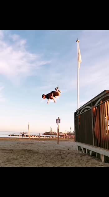 backflip from 1st floor 😱😱 #sports #cricket #parkourlife #wow #roposo