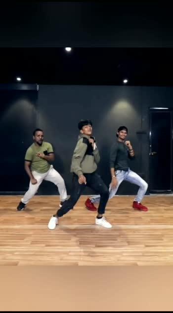 Nagin Jaisi Kamar Hila🤪 #dance #roposostar #risingstar #danceroposodance #danceindia #tonnykakkar
