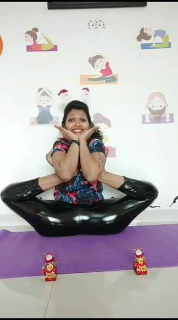 happy Christmas#yoga #vaibhavlaxmijhala #contortionist