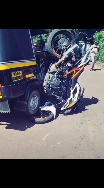 #duke #ktmlover #ktm-stunt #ktm #accident #accidents #dukes #duke390 #ktm_oficial #omg #omgcrazy