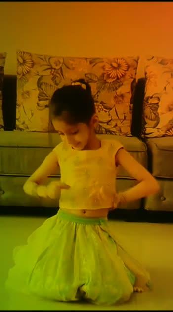Cutest Video you'll see today ❤️ . 5 year old  Ishanvi Hegde you are a doll  @nivedithashetty  . #song  : #meresohneya  . #choreography  : @teamnaach  #teamnaachchoreography  #meresohneya