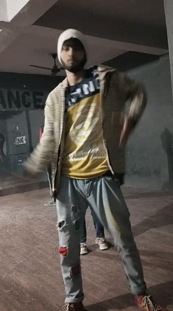 my freestyle dance video #poppingfreestyle #roposo #roboso_india #delhigram #dance