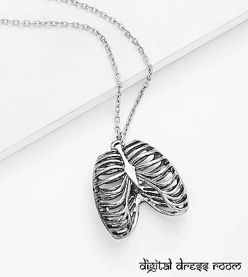 Silver Bone Pendant Chain Necklace❤ Item Code:(🔎09JNL536-SL-399) Purchase from our website-https://digitaldressroom.com/collections/necklace/Necklace #necklace #necklaceset #jewelrysets #silver #silvernecklace #indianjewelry #bridal #traditional #bridaljewelry #weddingjewelry #weddings #bridalwear #bridalgoals #templejewelry #india #09JNL536-SL #indianwear #traditionwear #ethnic #indianjewelry #indianbride #indianwedding #oxidized #oxidizedjewellery #oxidizednecklace #ethnicjewelry #mangalsutra #imitationjewellery #fashionjewellery #silverjewellery #pearljewelry