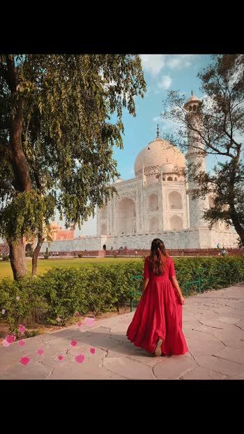 Wah Taj  🙏 #travelblogger #travelgram #travelphotography #desitravellerclub #travelbloggerindia #travelporn #travelislife #rishikesh #rishikeshtrip #rishikeshdiaries #agra #tajmahal #agradiaries #agrabloggers #delhibloggers #delhigram #hearts