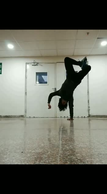 Some songs just takes you to a different dimensions. Russian Roulette S.O.A.D❤️ #bboy #godhand #roposostar #roposo #handbalancing #balance #calisthenics