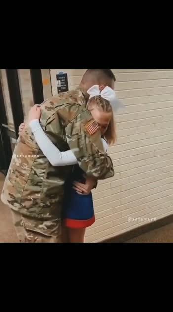 Military Dad Surprised His Daughter - 😍❤️❤️