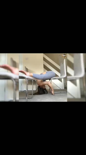 #ALONGAMENTO #FLEXÍVEL - #TREINO #yog #yogalove #gym #gymgirls #fitnessmodel #fitness #motivation