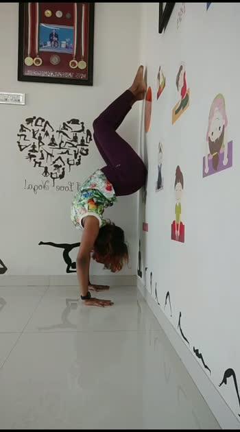 holllow back handstand#vaibhavlaxmijhala #contortionist